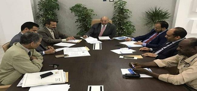 النائب بالمجلس الرئاسي يجتمع مع وزير الصحة المفوض والسادة الوكلاء والسادة مستشاري الوزير وجهاز الامداد الطبي لحلحلة مختنقات الامداد الطبي والوضع الطبي